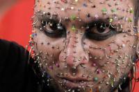 Man met meeste piercings wil eigen record verbreken